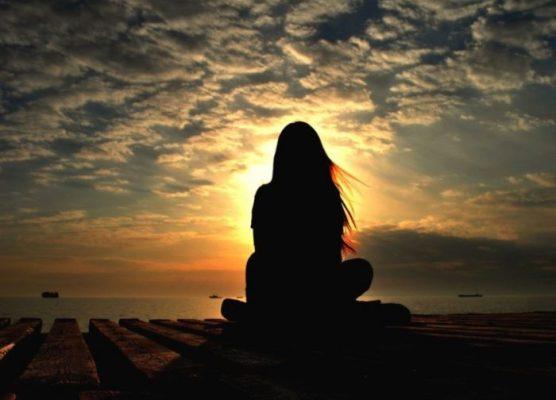 Jika kau sedang menunggu seseorng dan dia lupa kembali padamu ingatlah ada senja yang lebih indah dari ia yang tidak pernah lupa untuk kembali.